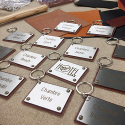 Brushed stainless steel keyrings – Brown leather – 2,99 X 2,20 inches ( 76 X 56 mm ) - Laser etching