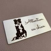 Personnalisation en ligne de plaques en inox brossé. Attention au chien 😁... Il semble bien gentil ce chien lol! . #laciersarl #signaletiqueinox #signaletiqueinoxfr #deco #inox #gravurelaser #madeinfrance #chien #chat #animaux #plaque